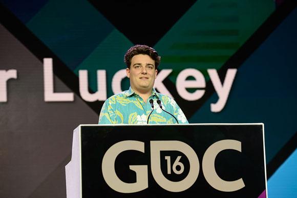 Palmer Luckey deja Facebook y se desliga de Oculus